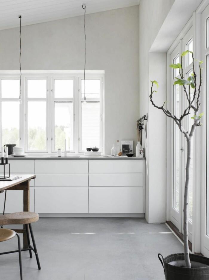 Snyggt litet kök i vitt