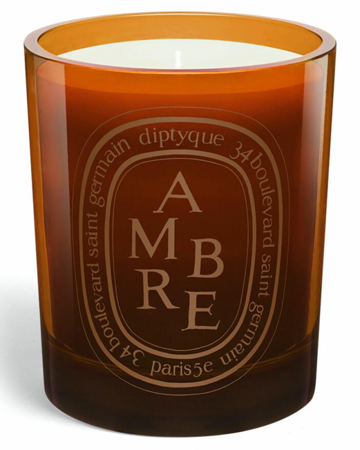 Pepprigt doftljus från Diptyque i doften ambre.