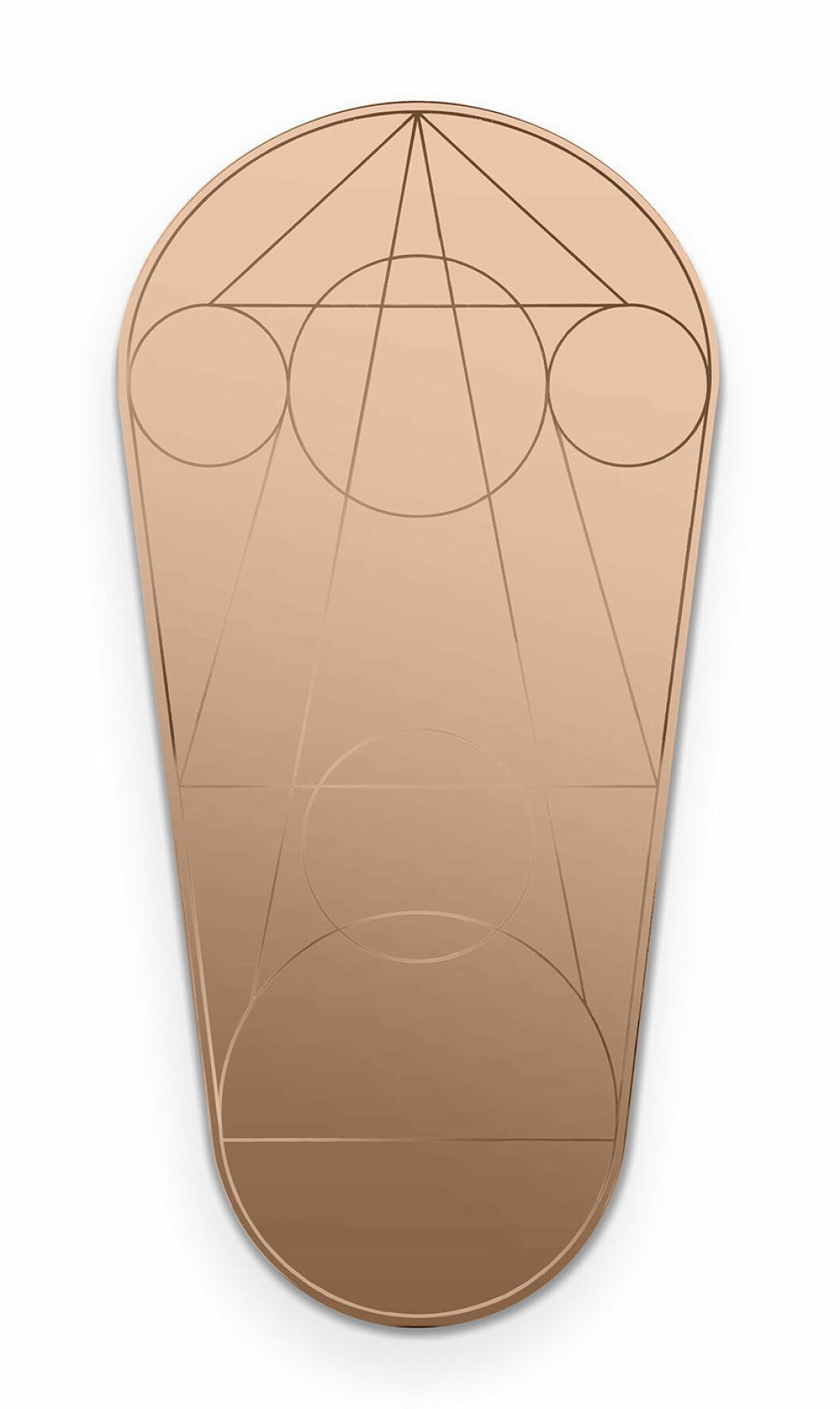 Spegel med geometriska mönster.