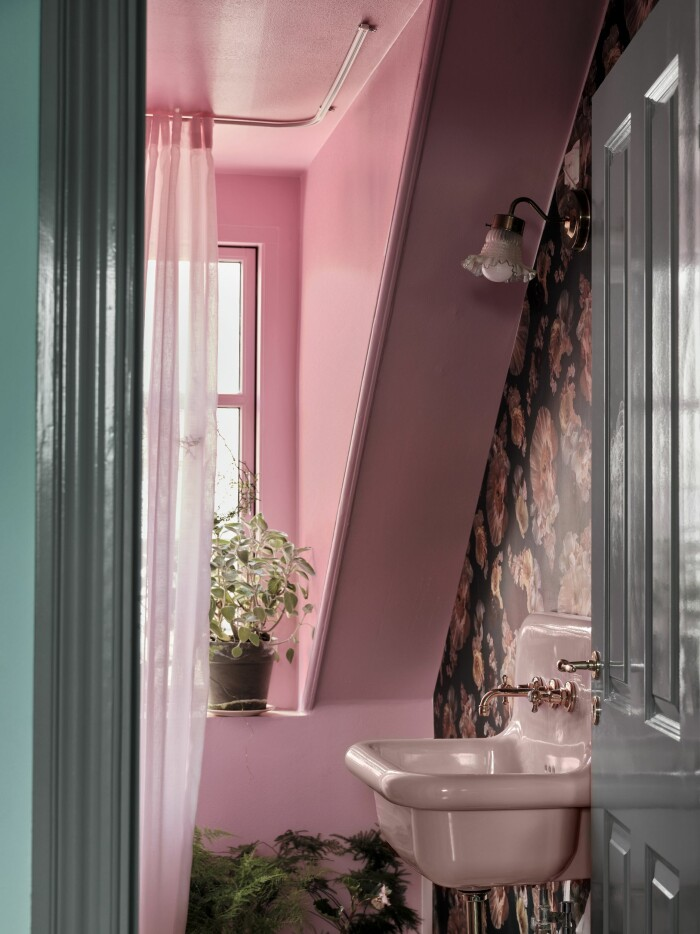 Hemma hos Poppykalas i Köpenhamn badrum rosa