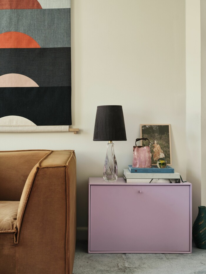 Hemma hos Poppykalas i Köpenhamn soffa hylla Montana