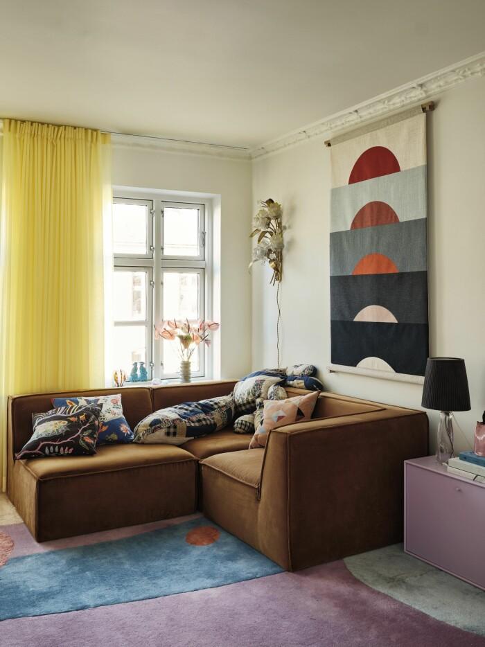 Hemma hos Poppykalas i Köpenhamn soffa matta layered