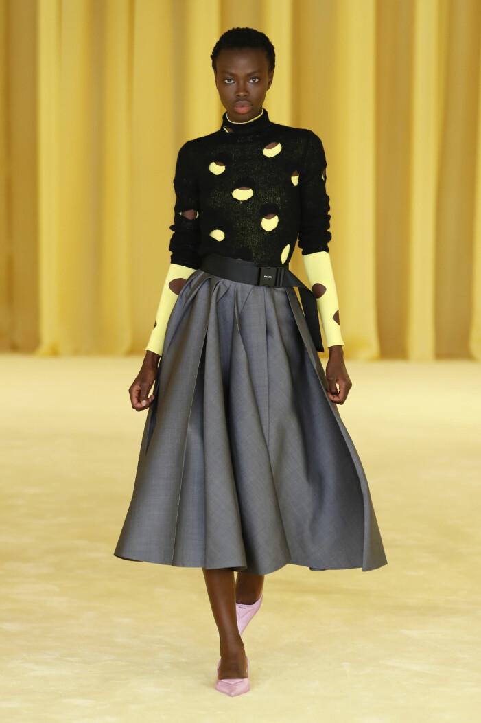 Prada visade cut-out trenden i deras vårkollektion 2021