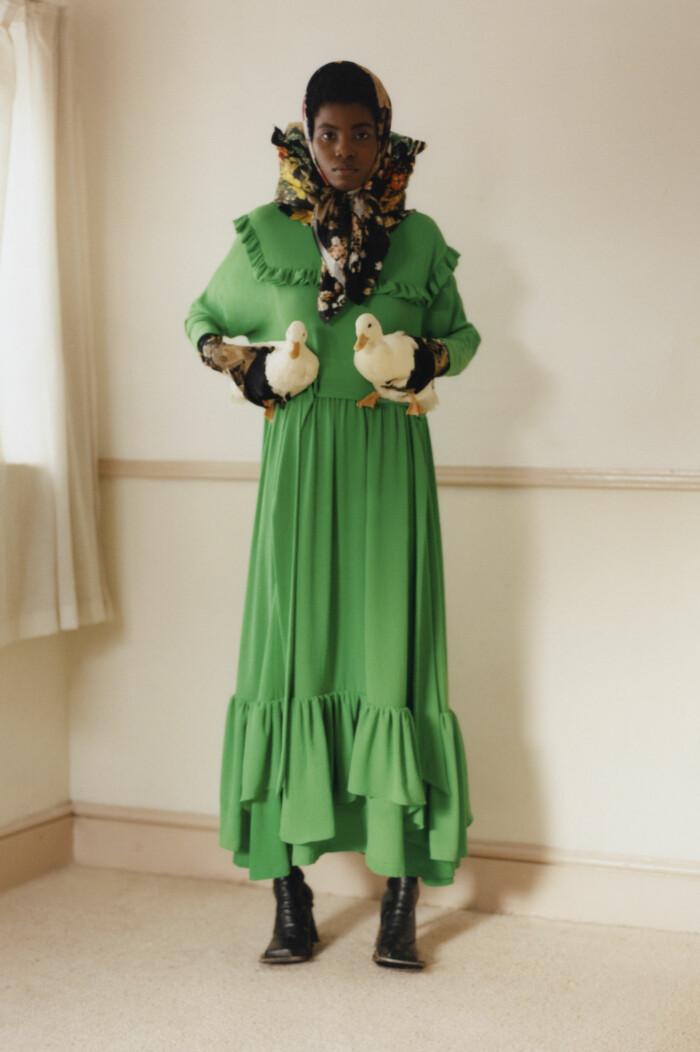 Grönt är en trendfärg hösten 2021, grönklänning