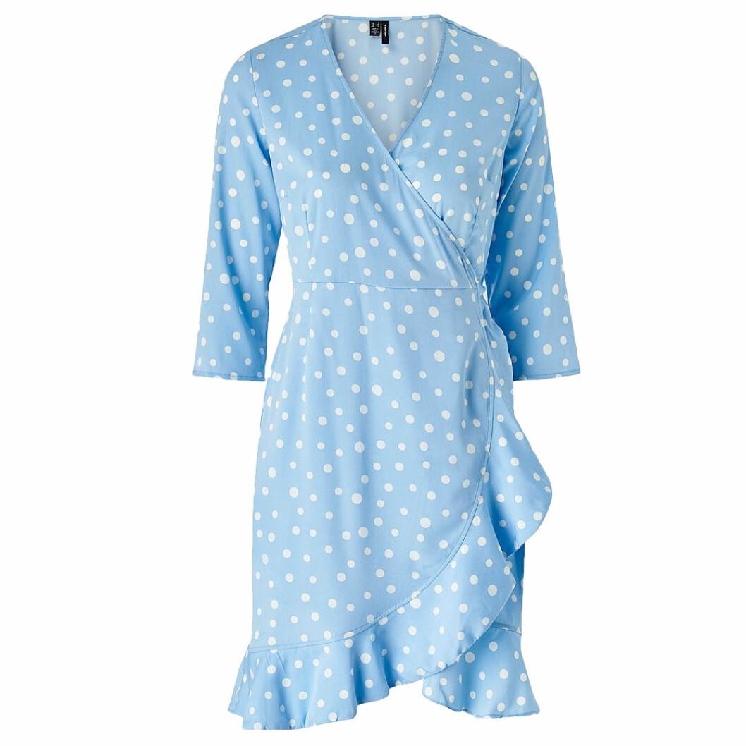Blåvitprickig omlottklänning från Vila