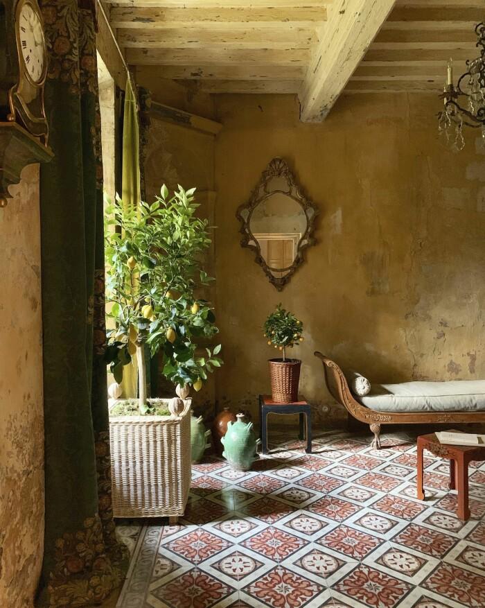 Provence inredningsinspiration med rotting och vintage