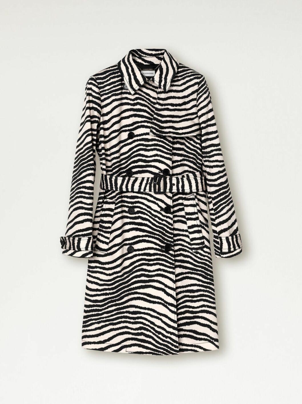 Trendig kappa i zebramönster och en fin avslappnad passform från By Malene Birger via Wakakuu.