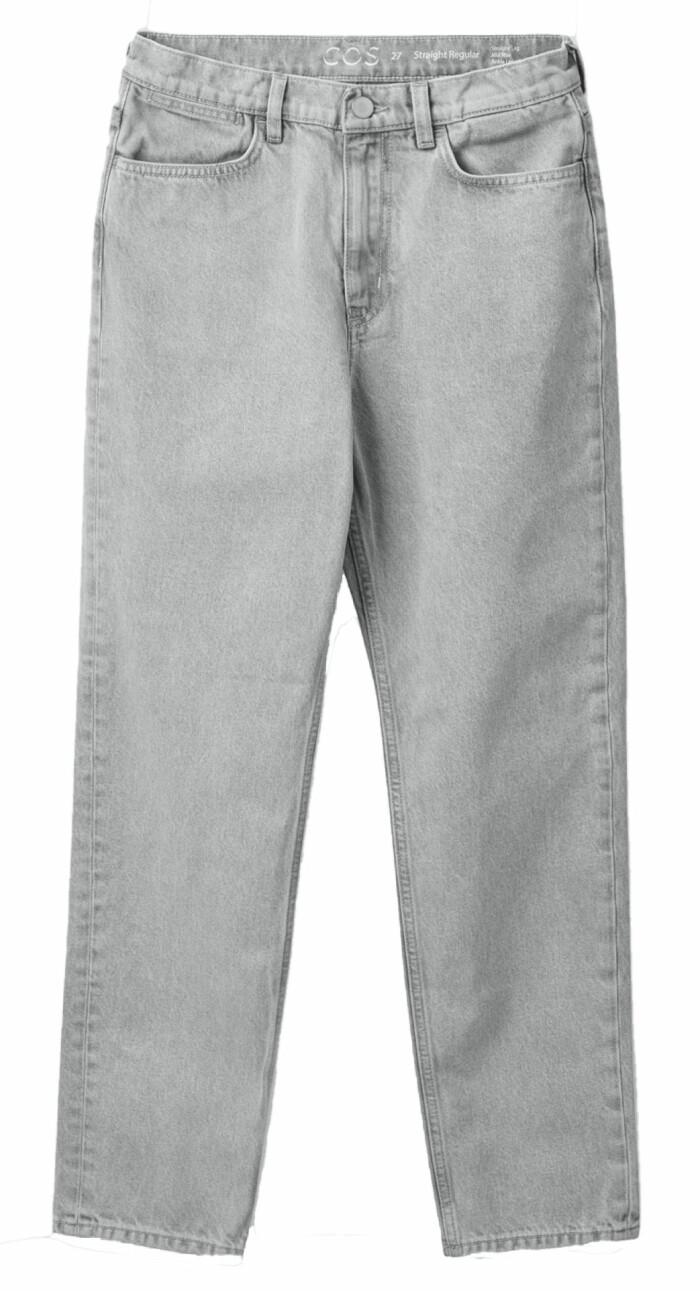 Raka jeans i ljusgrå stilsäker tvätt. Jeansen kommer från Cos