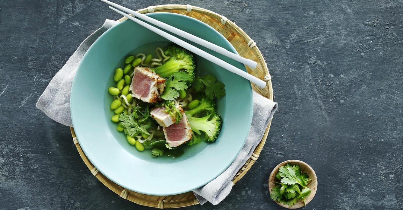 Recept på ramen med edamame och halstrad tonfisk