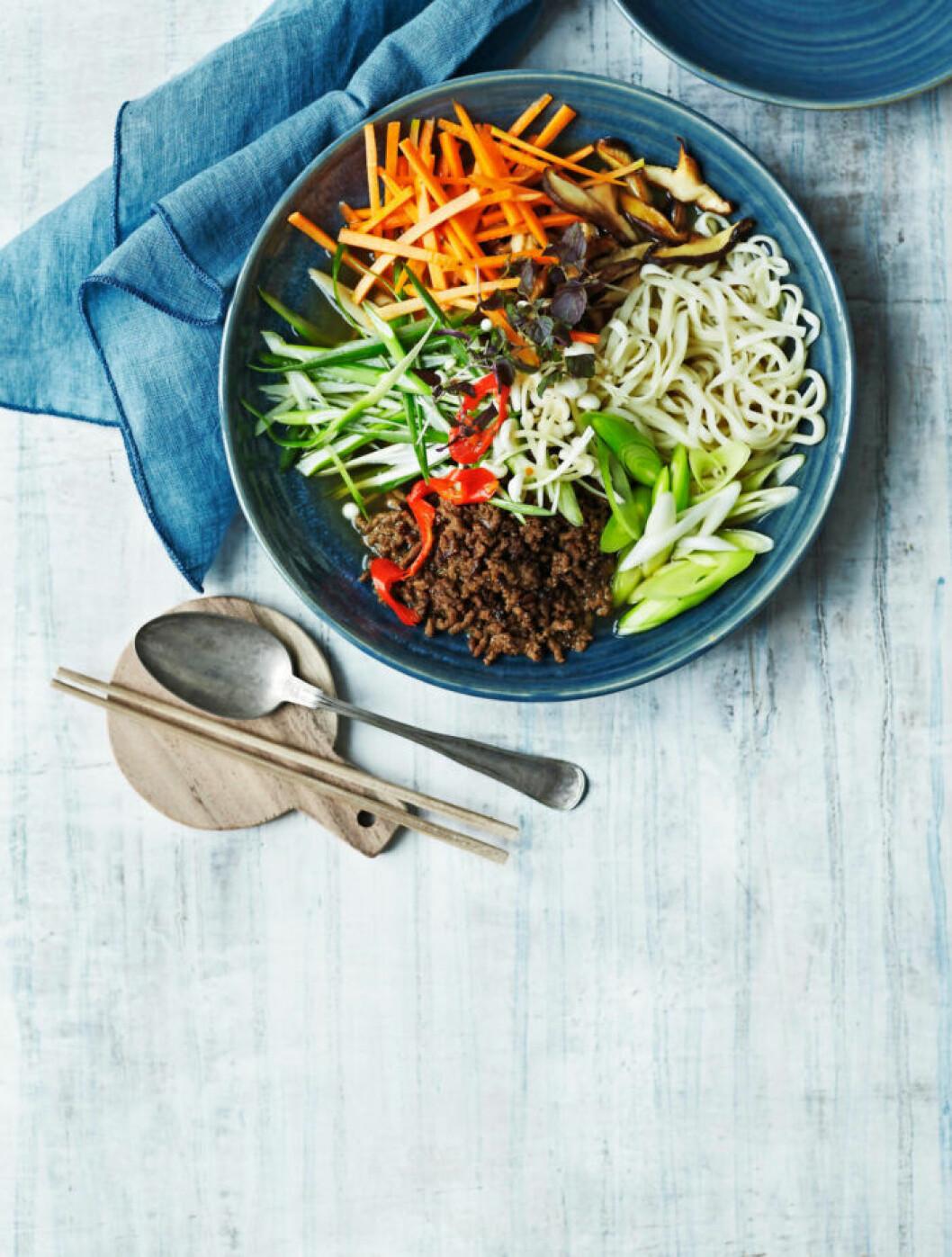 Recept på ramen med shiitake och vegofärs