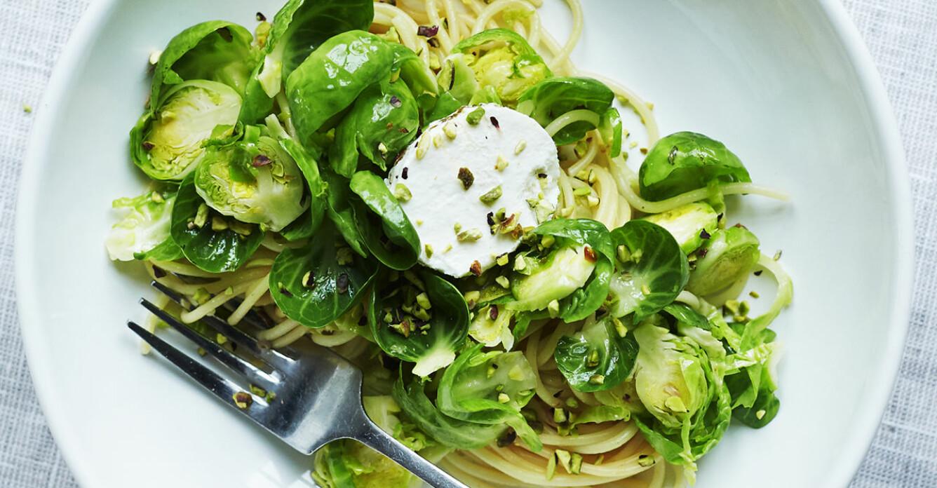 Recept på pasta med pistach, brysselkål och getost