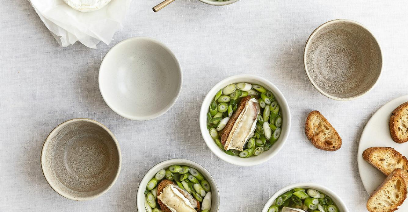 Recept på soppa med salladslök och getostcrostini