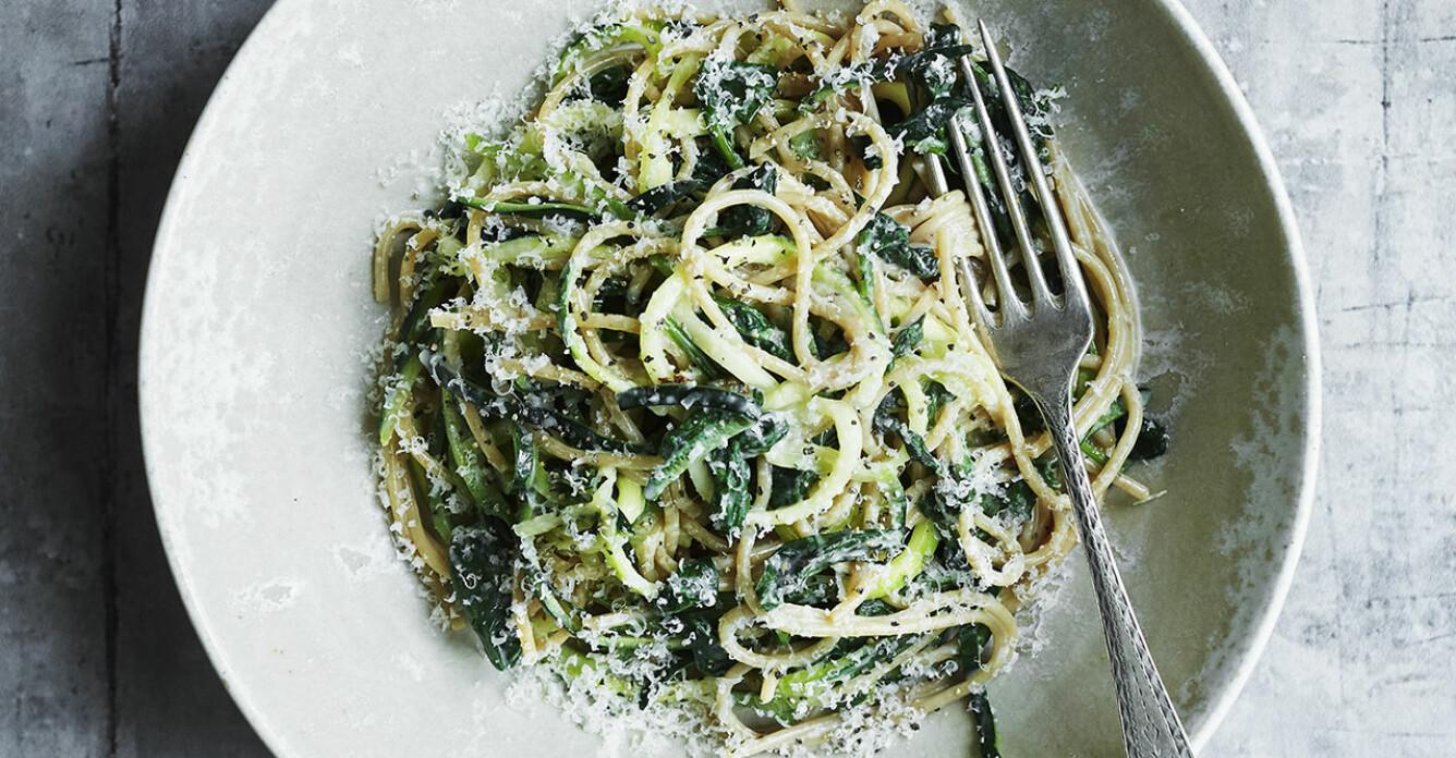 Recept på spaghetti med spenat och zucchini