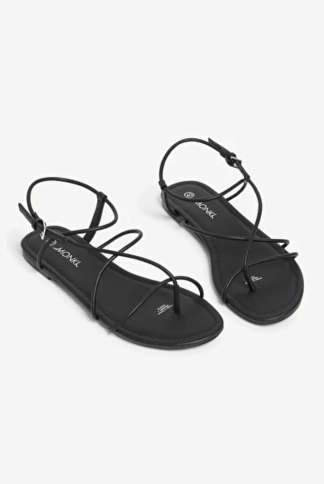 Monki har ett gäng fina sandaler, bland annat dessa med tunna remmar.