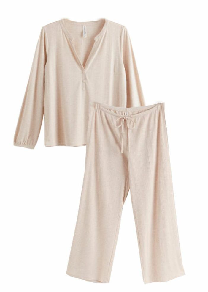 ribbstickad pyjamas från lindex