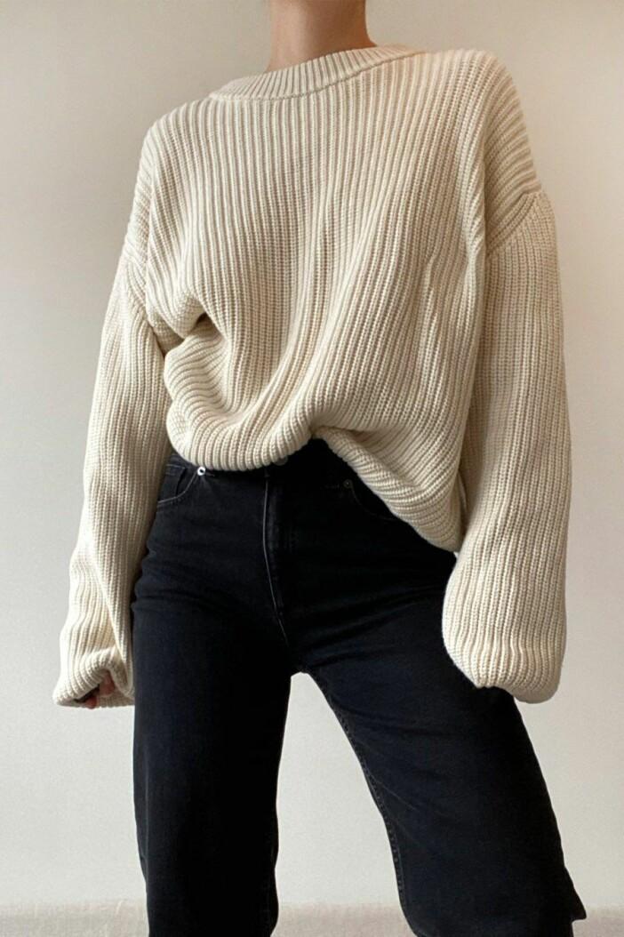 Ribbstickad tröja från Stylein i en fin nyans av créme.