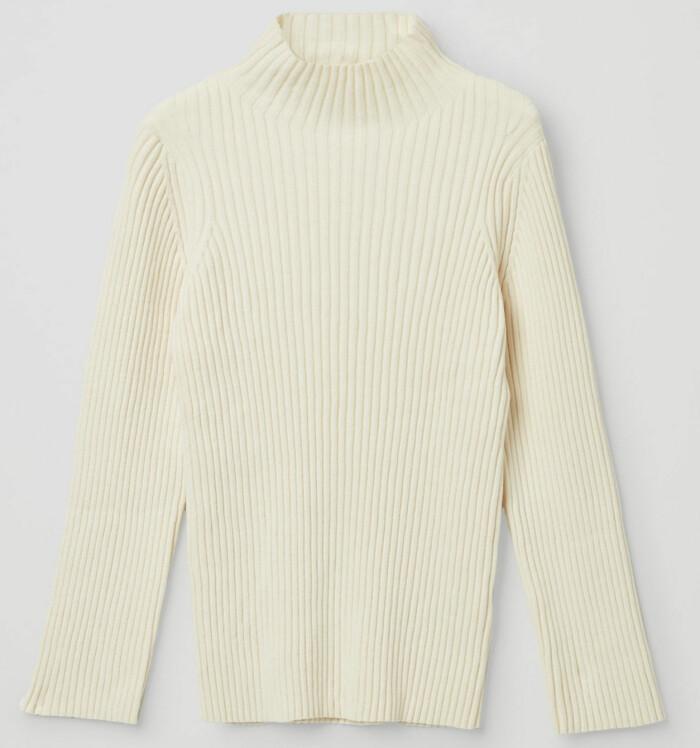 Ribbstickad tröja i vitt från Cos
