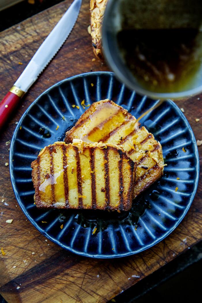 Ricottakaka med brynt smör är en perfekt efterrätt till italiensk mat.