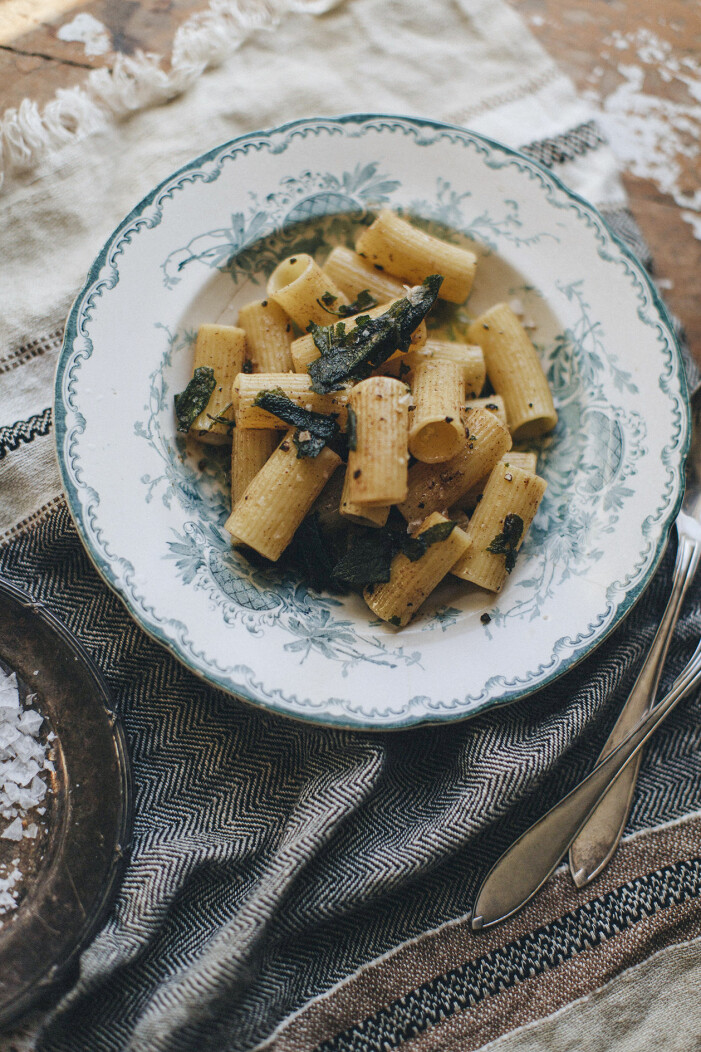 Recept på rigatoni med brynt smör och salvia