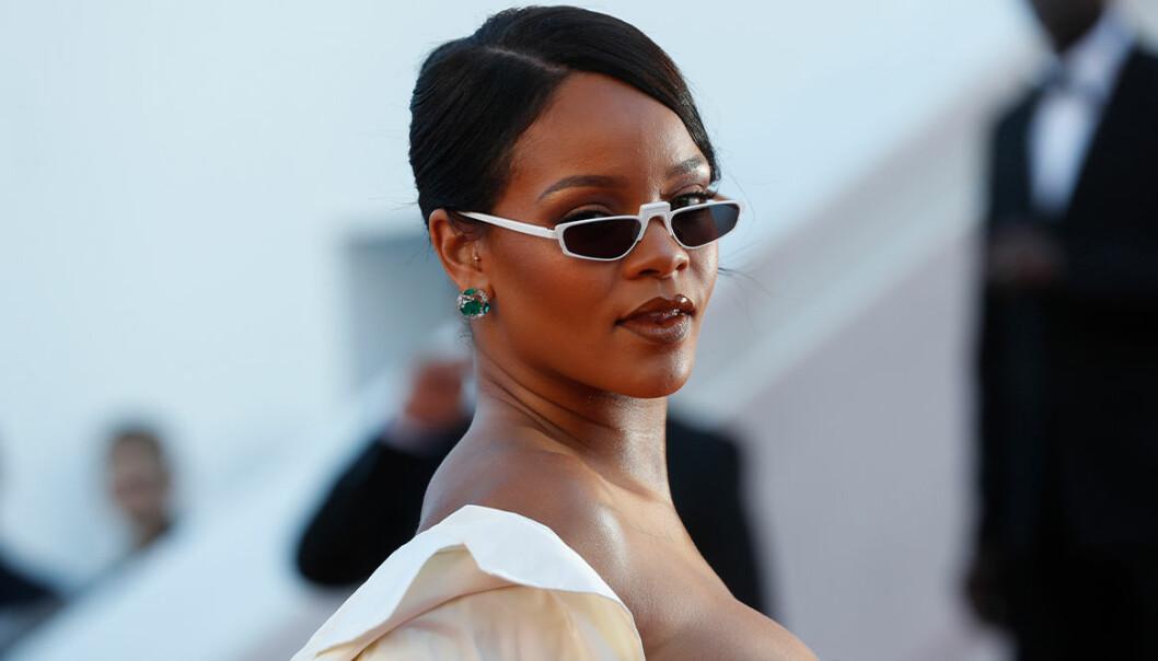 Rihanna backar Stop asian hate-rörelsen, klädde ut sig på demonstrationen 4 april 2021.