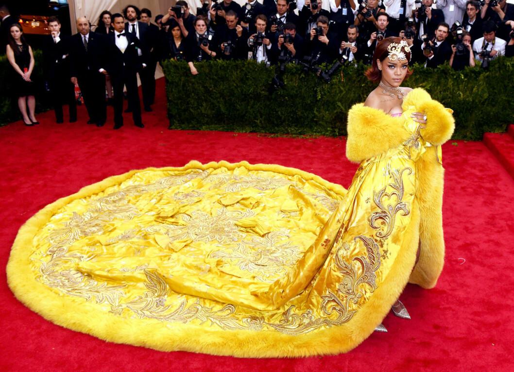 Rihanna i Guo Pei på Met-galan 2015