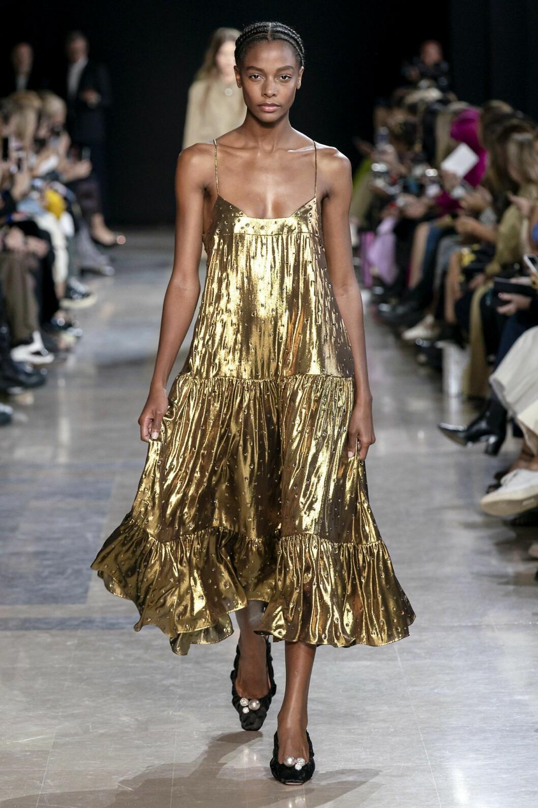 Somrig guldklänning från Rochas
