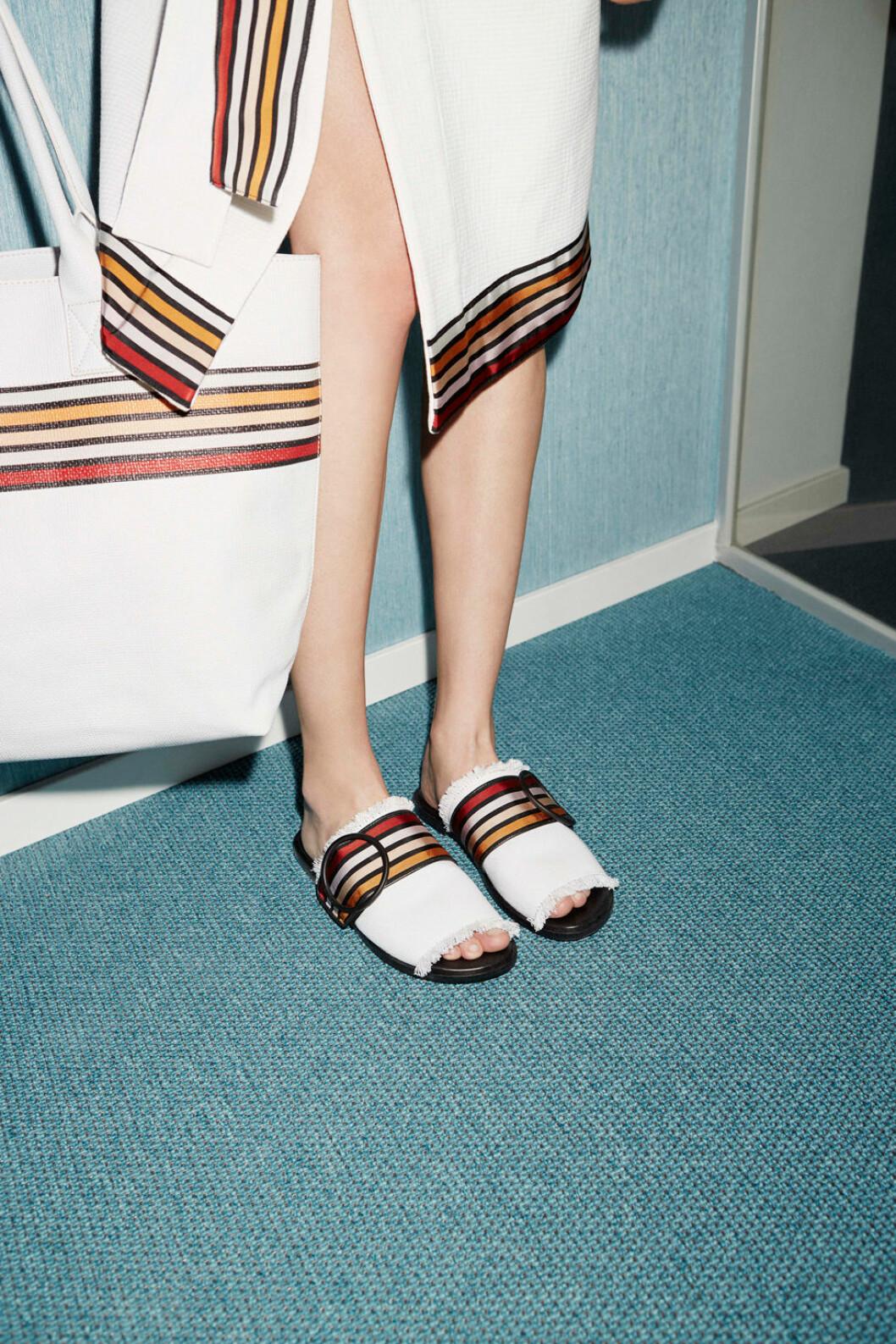 Vita skor med rand.