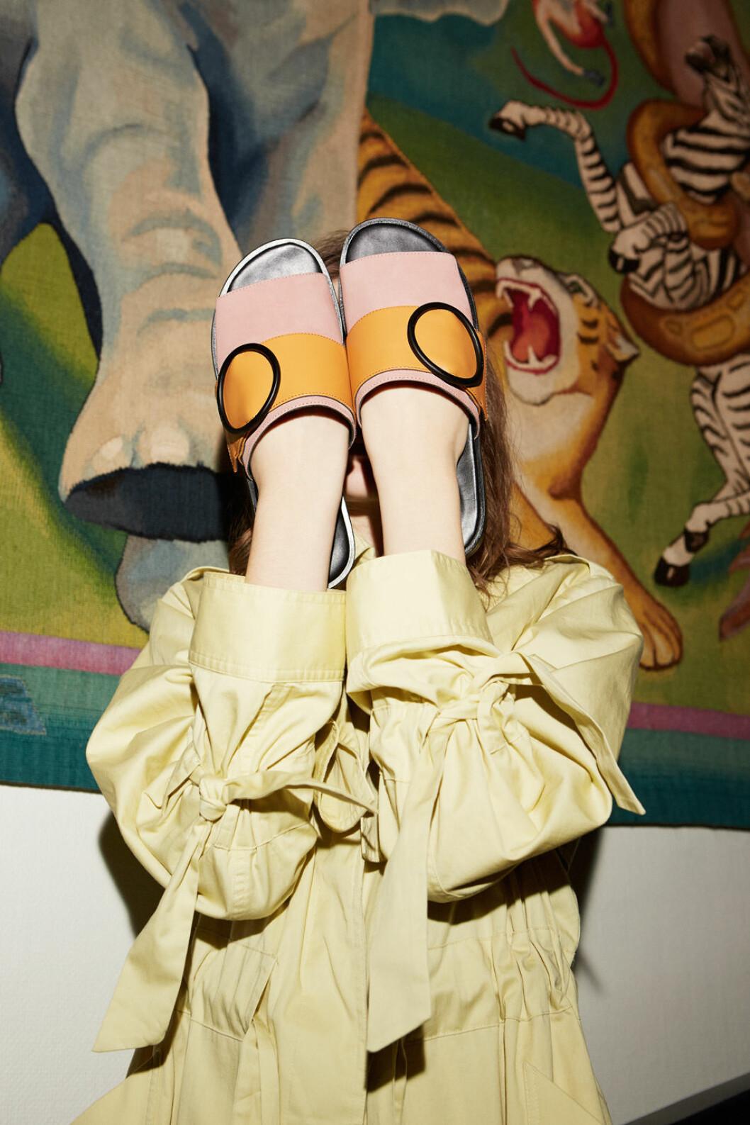 Rosa och orange skor.