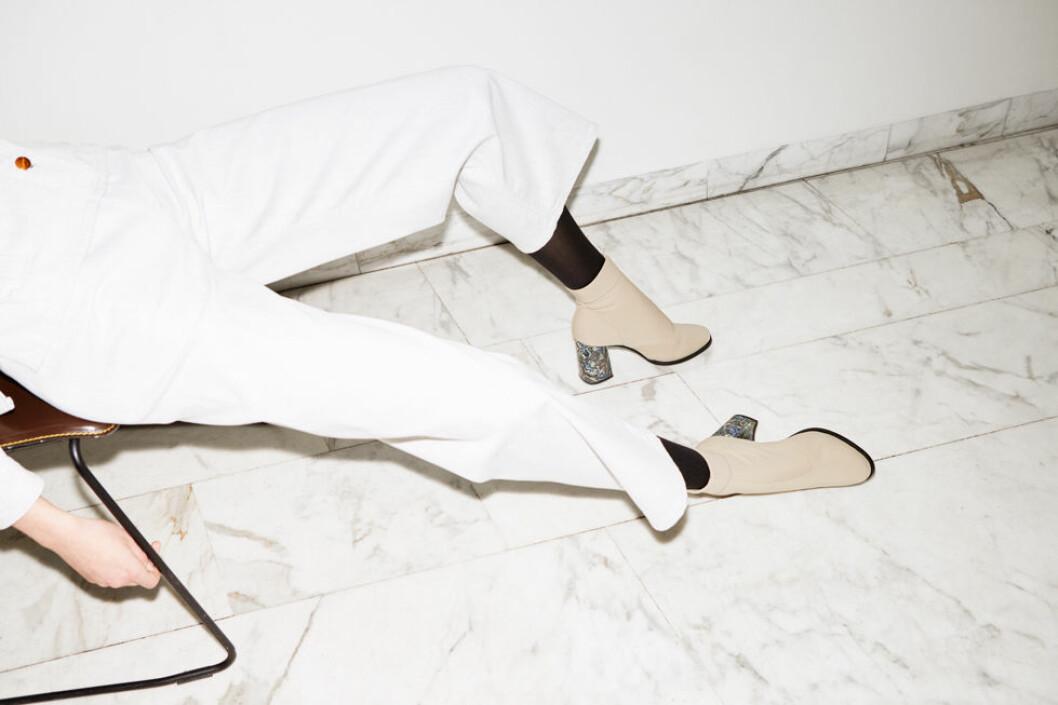 Beiga skor med klack.