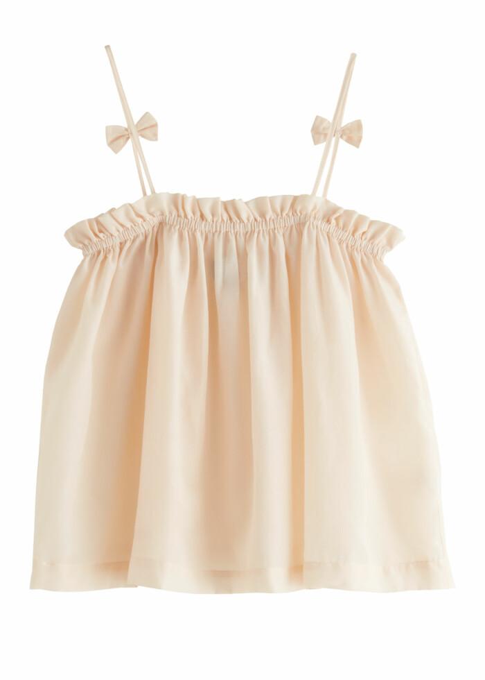 Romantiskt set med linne och matchande shorts i puderrosa nyans.