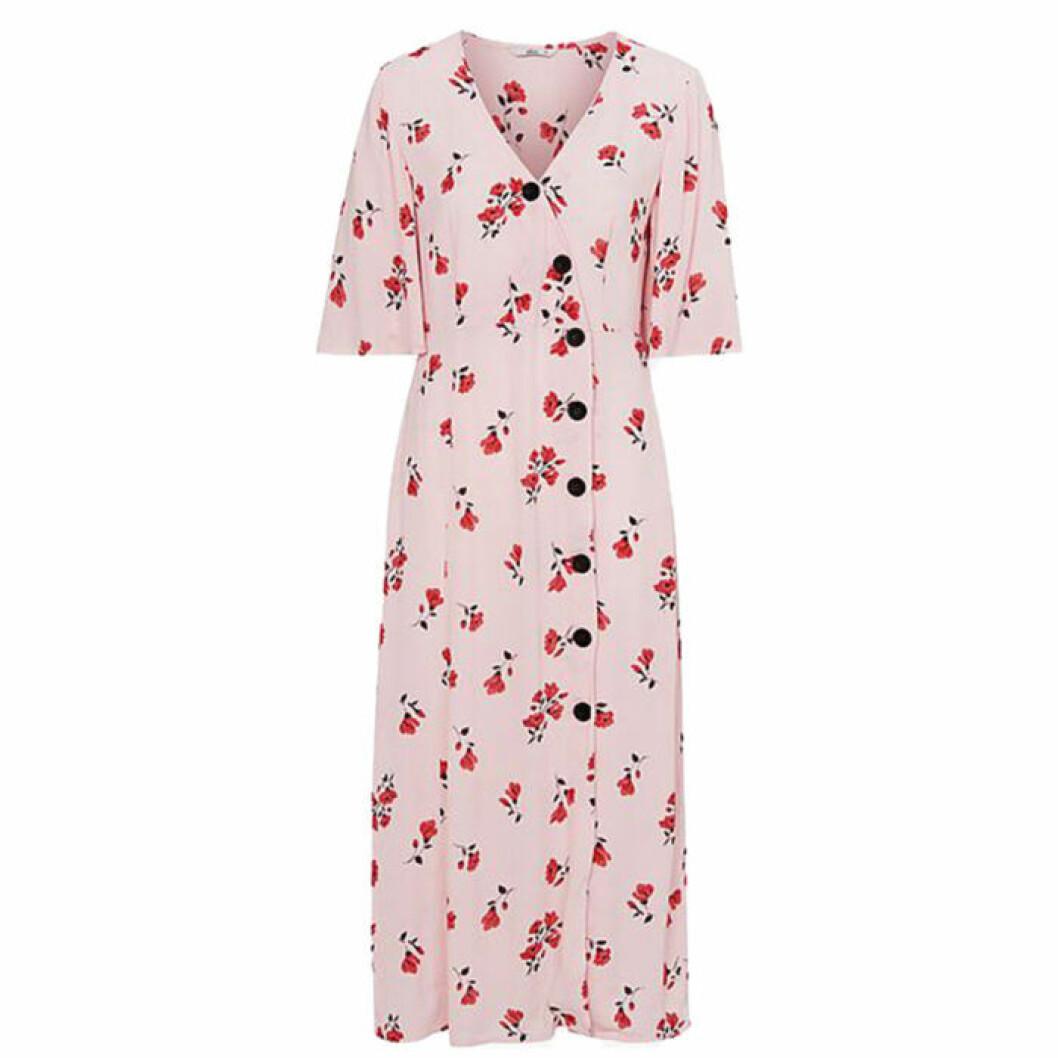 Rosa klänning med röda blommor
