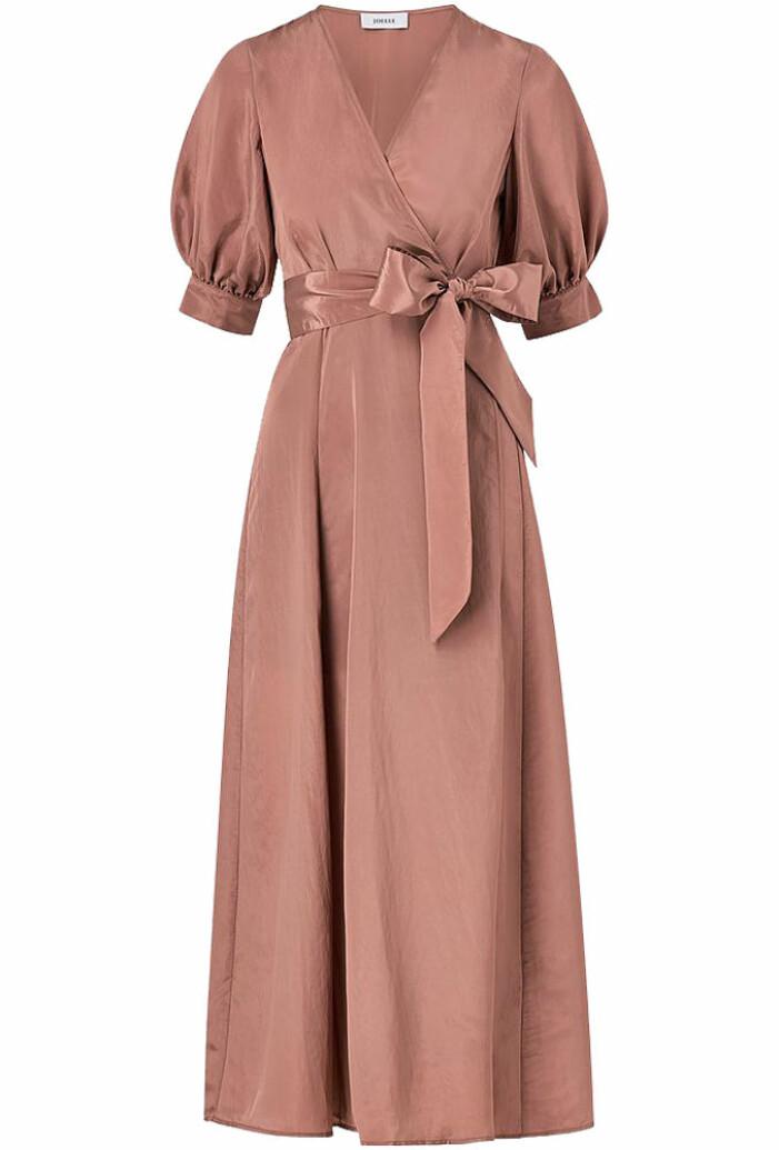 mörkrosa lång omlottklänning från Joelle