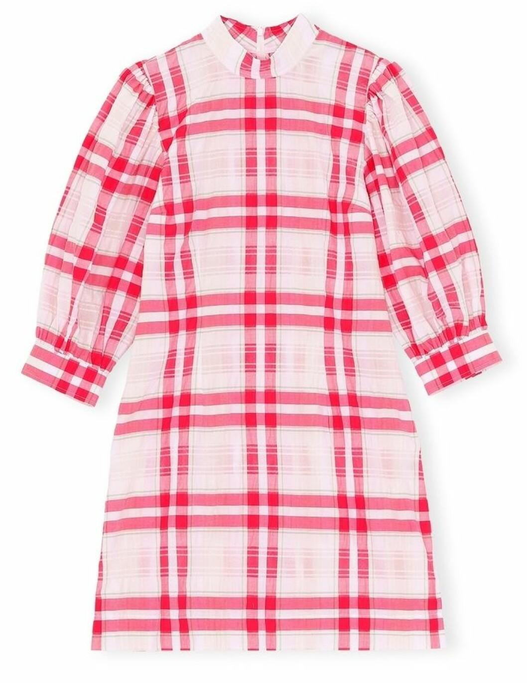 Kort klänning från Ganni med rosa rutigt mönster.