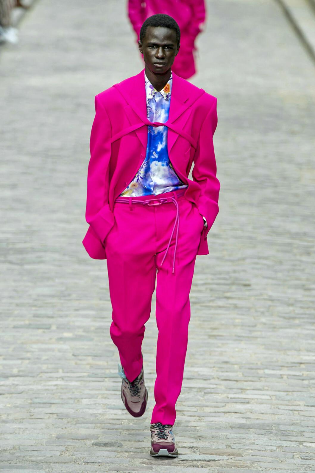 Trendfärgen rosa i Louis Vuitton SS20-kollektion
