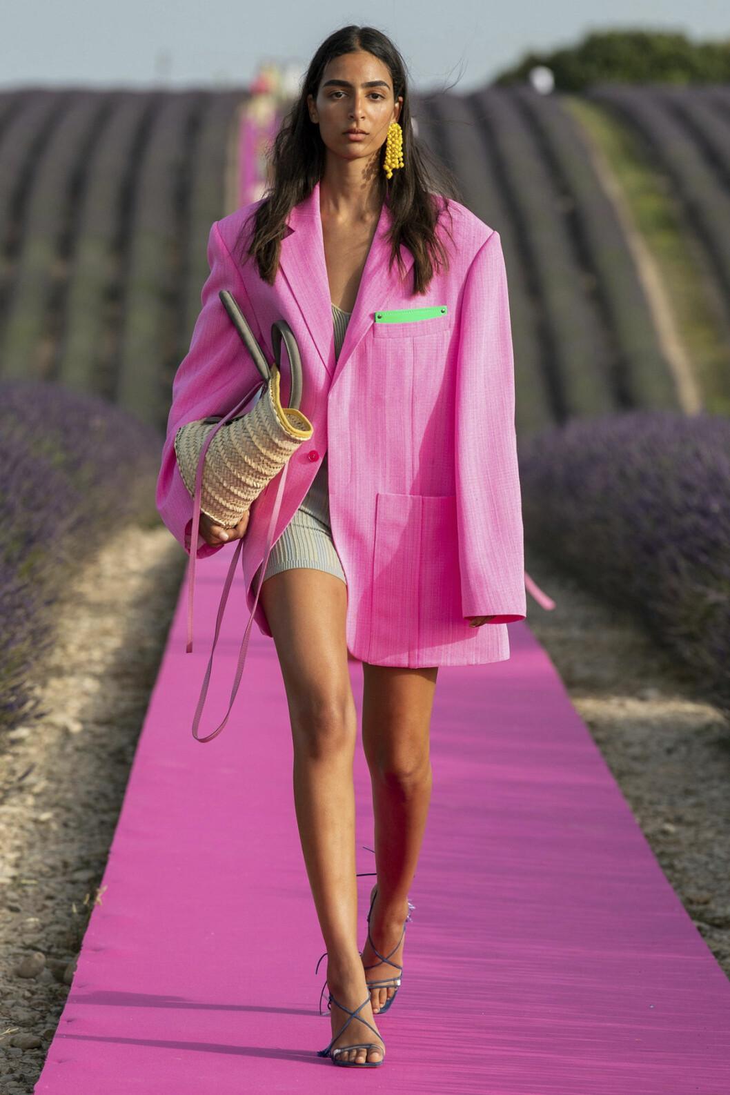 Trendfärgen rosa i Jacquemus SS20-kollektion