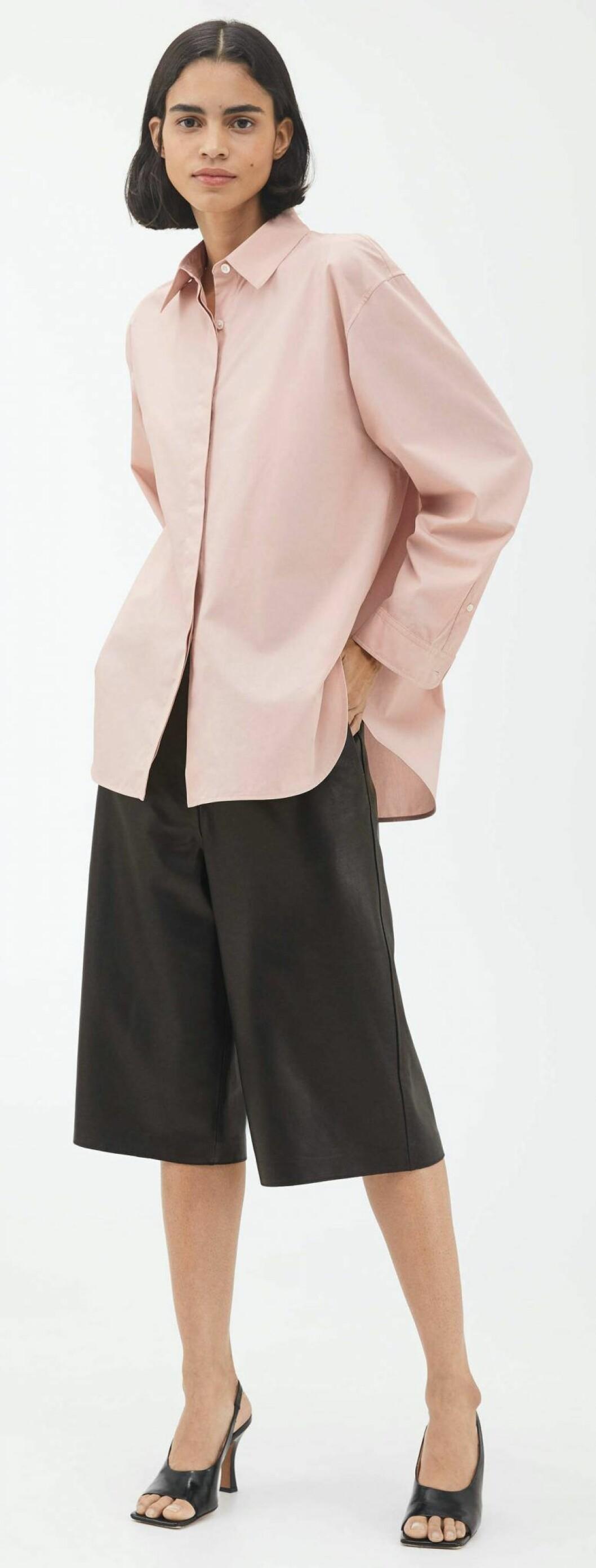 rosa oversized boyfriendskjorta.