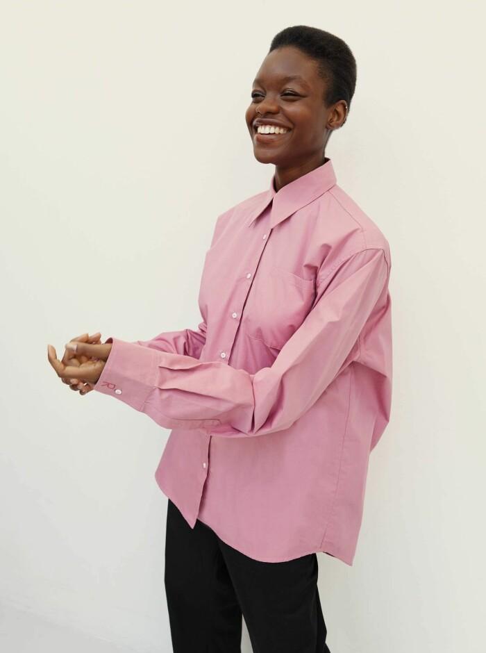 rosa skjorta från rika studios.