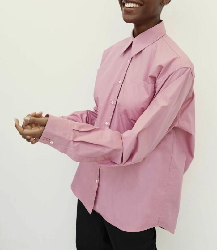 Rosa skjorta i oversized modell från Rika studios.