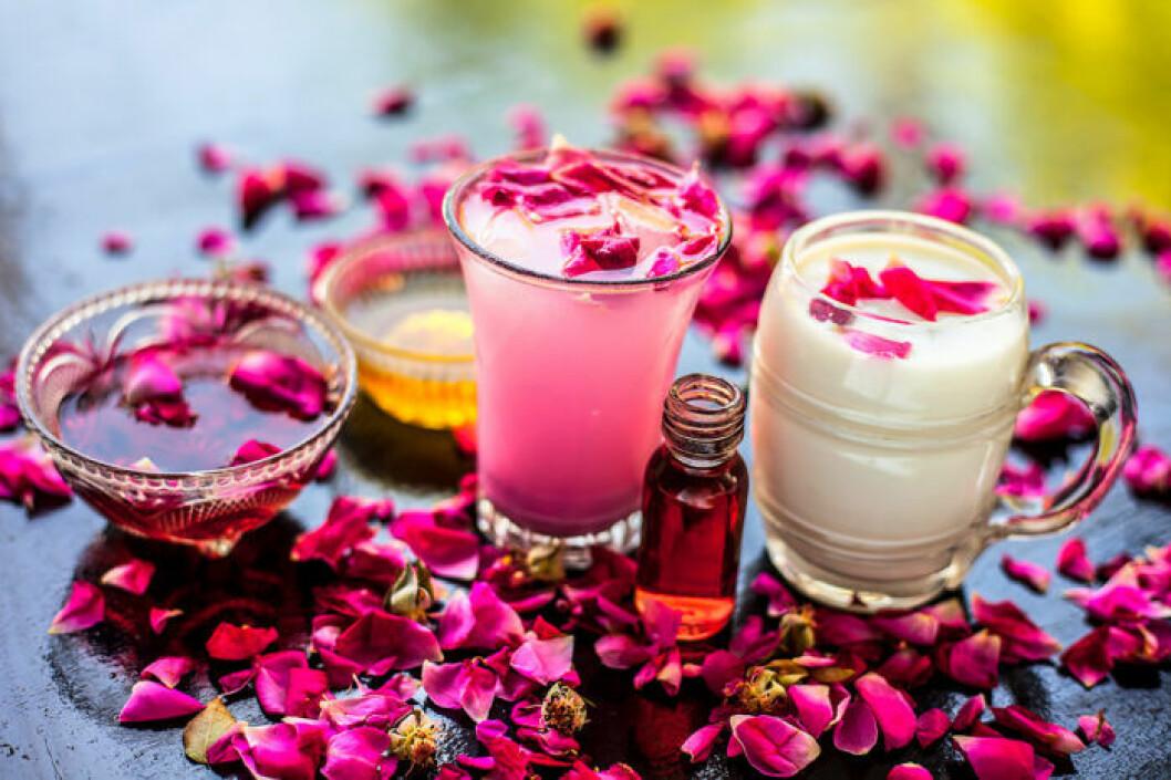 Rosenblad kan bland annat användas i dryck och desserter.