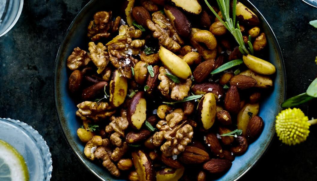 Recept på rosmarinrostade nötter
