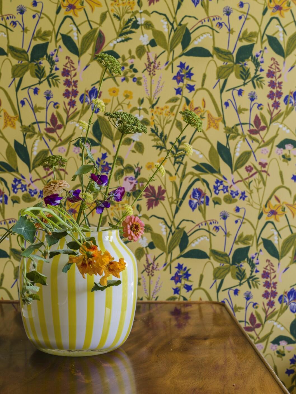 Tapeten Ros och lilja i gult av Gocken Jobs