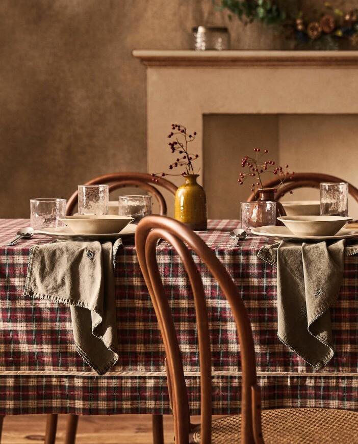 rutig bordsduk till juldukning från zara home