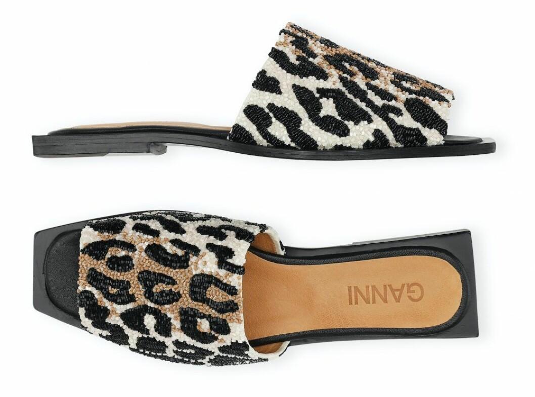 leopardmönstrade sandaler från Ganni.