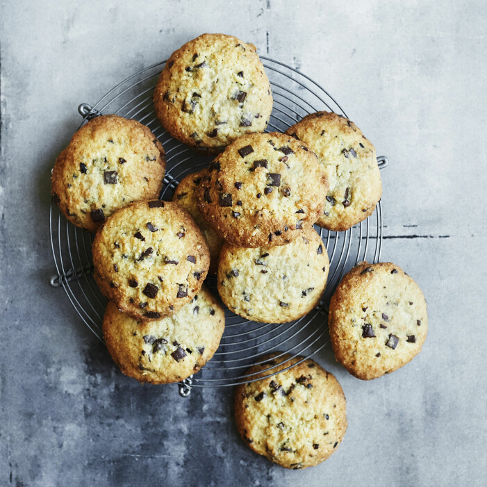 Så bakar du cookies med choklad och kokos