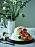 Så gör den en bröllopstårta med vit choklad och flädermousse