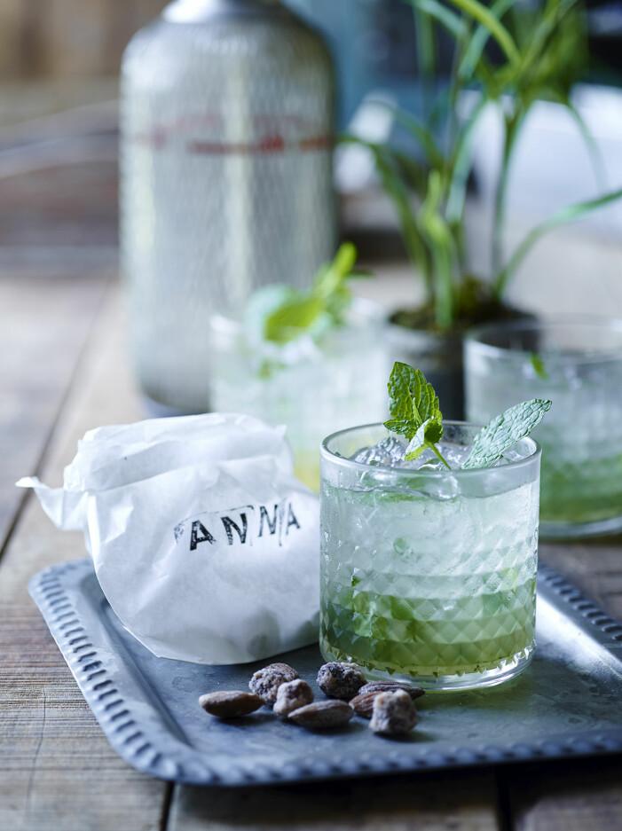 Så gör du sake och vitt te-smash, trendig drink 2021