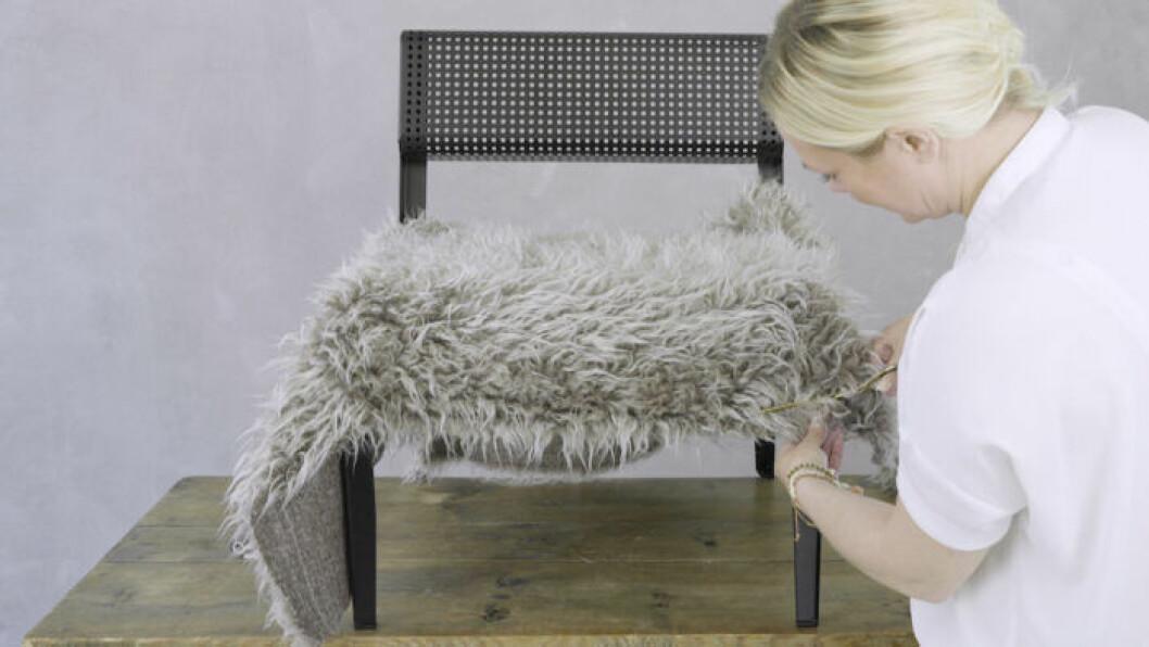 Så klär du om en stol med fuskpäls