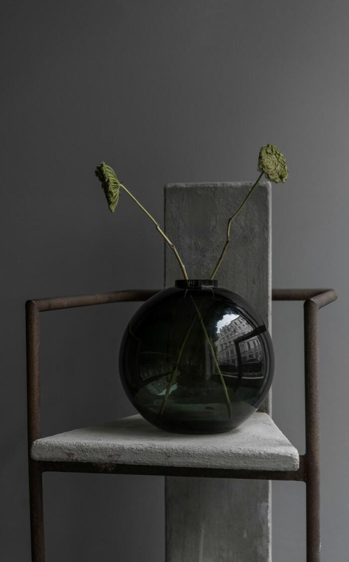En klotformad vas är ett måste i vasgarderoben