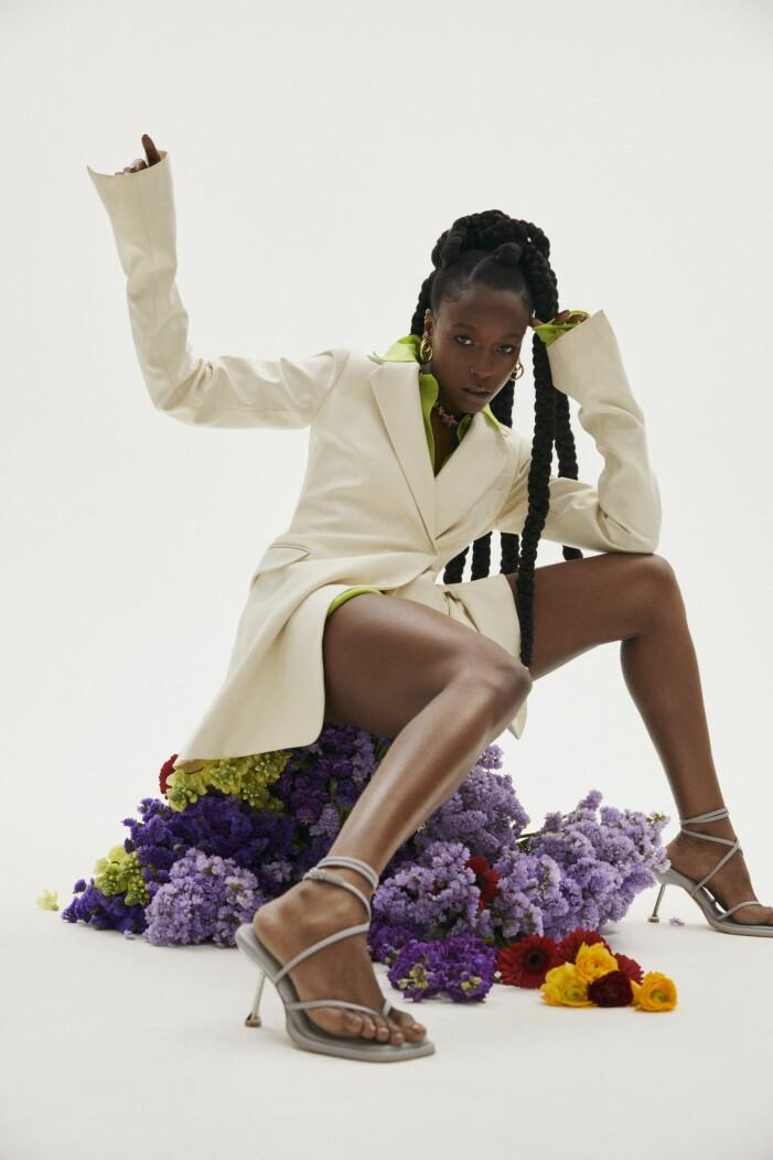 Sabina Ddumba i kläder från Sportmax.