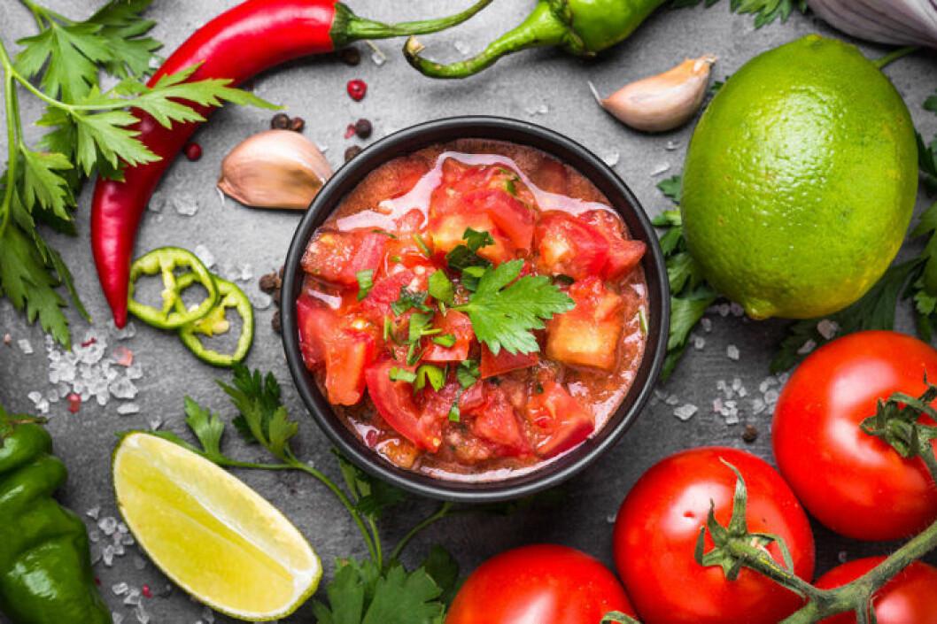 Salsa med tomat, chili och lime.